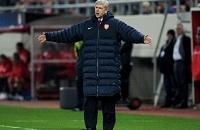 Betfred предлагает поставить на то, выйдет ли Венгер на игру против «Брайтона» в своей «фирменной» куртке